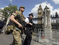 Военнослужащий и полиция в Лондоне