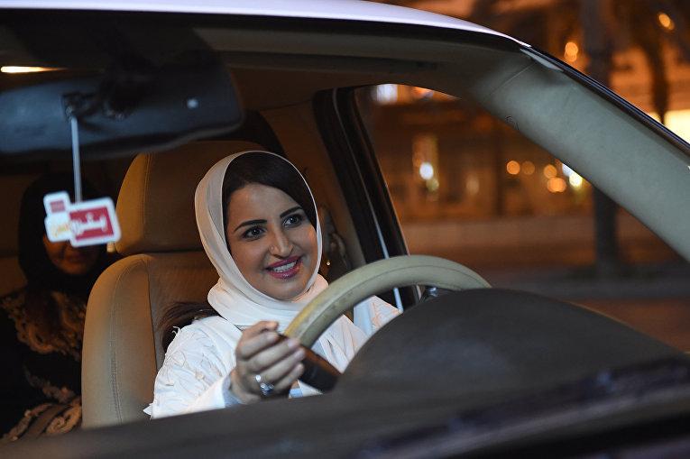 Женщина-водитель в Эр-Рияде, Саудовская Аравия