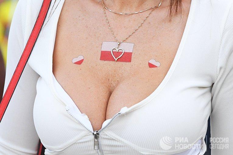 Болельщица сборной Польши перед матчем группового этапа чемпионата мира по футболу между сборными Колумбии и Польши.