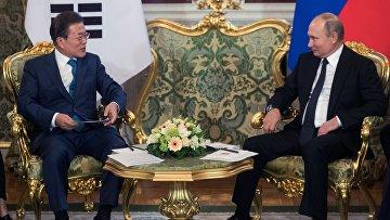 Владимир Путин и президент Республики Корея Мун Чжэ Ин во время встречи в Кремле. 22 июня 2018