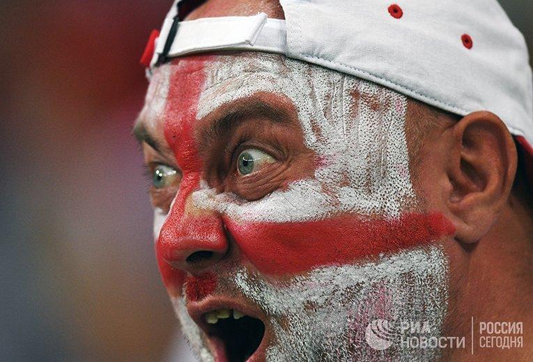 Болельщик во время матча группового этапа чемпионата мира по футболу между сборными Туниса и Англии.