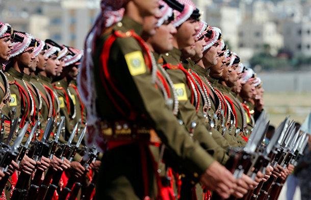Иорданский почетный караул готовится к прибытию британского принца Уильяма в Амман