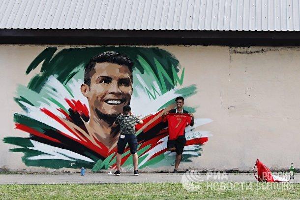 Болельщики перед матчем ЧМ-2018 по футболу между сборными Ирана и Португалии