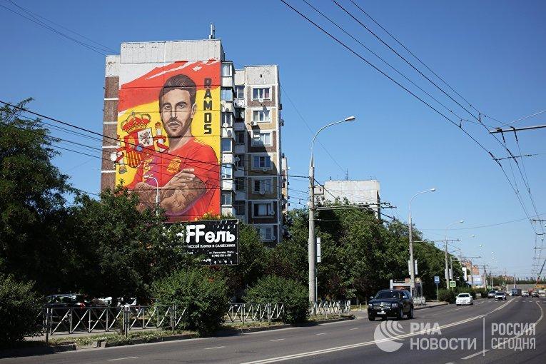 Граффити с изображением испанского футболиста Серхио Рамоса на стене дома в Краснодаре