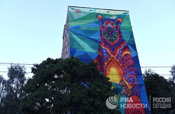 В Москве появилось граффити с медведем к ЧМ-2018