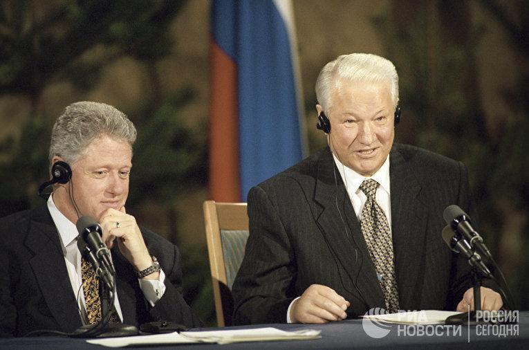 Совместная пресс-конференция Бориса Ельцина (справа) и президента США Билла Клинтона