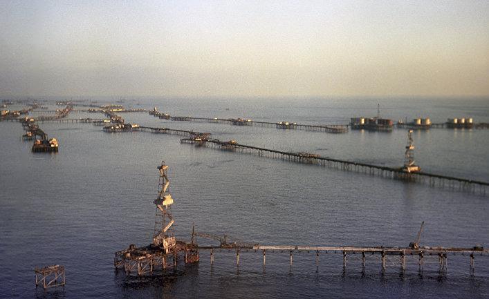 Нефтяные сооружения на Каспийском море