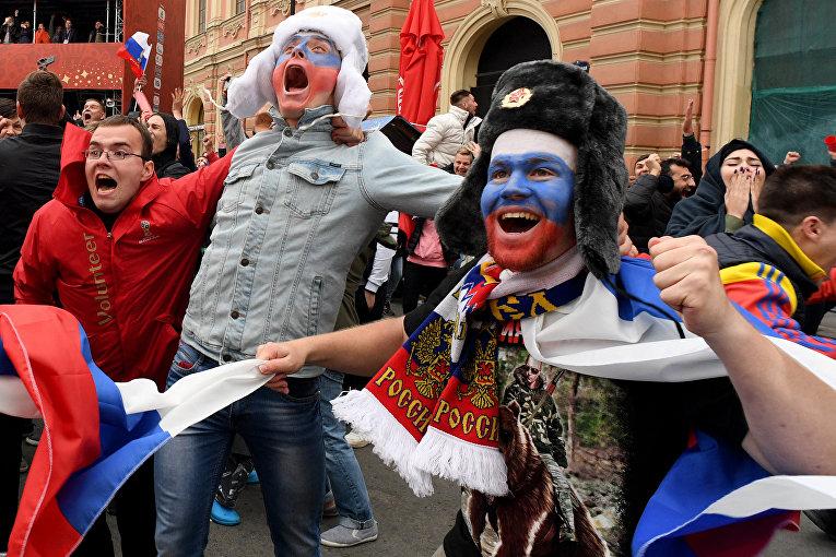 Российские болельщики празднуют в Санкт-Петербурге