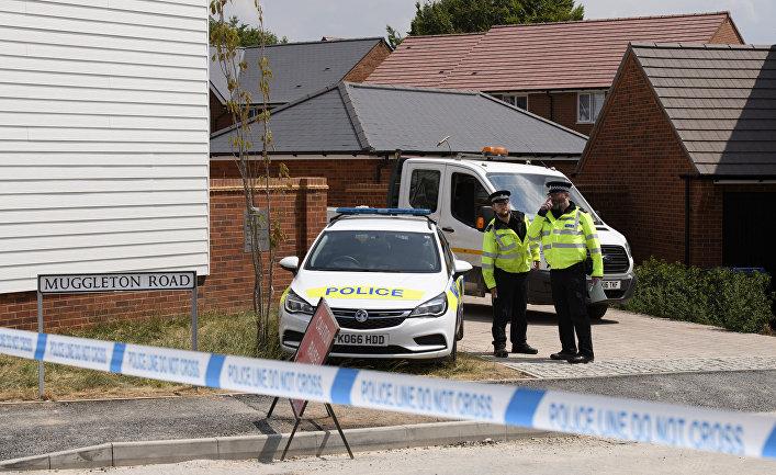 Полицейские у дома жертвы отравления в Эймсбери