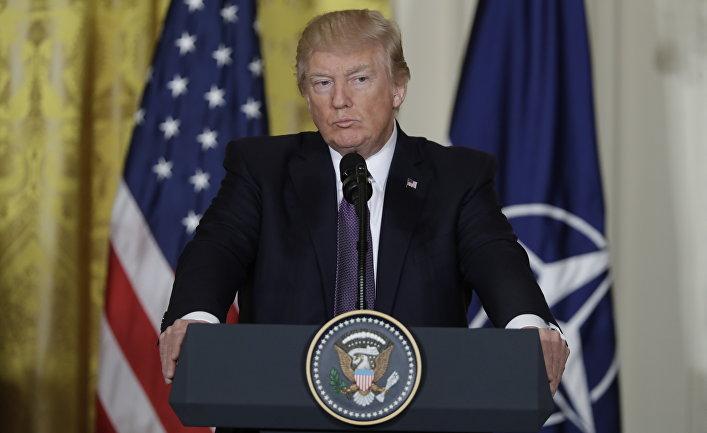 Президент США Дональд Трамп во время пресс-конференции с Генеральным секретарем НАТО Йенсом Столтенбергом в Вашингтоне