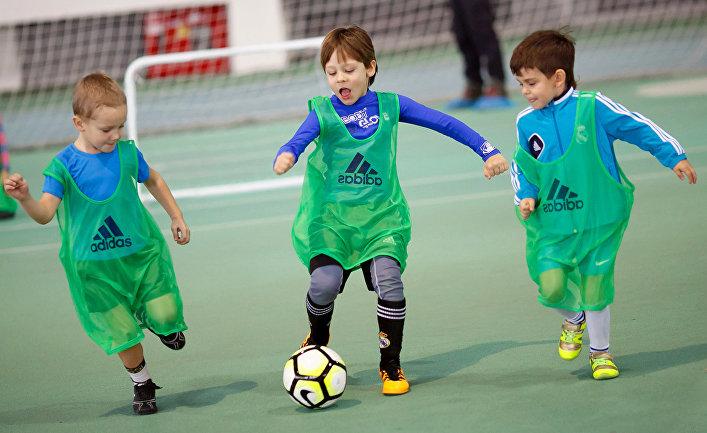 Дети в спортивной школе. Архивное фото