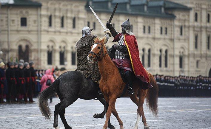 Кочубей и Пересвет на генеральной репетиции марша, посвященного 76-й годовщине парада 1941 года, на Красной площади в Москве