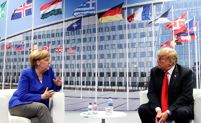 Президент США Дональд Трамп и канцлер Германии Ангела Меркель в двусторонней встрече во время саммита НАТО в Брюсселе, Бельгия. 11 июля 2018