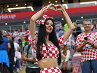 Болельщица сборной Хорватии перед полуфинальным матчем чемпионата мира по футболу между сборными Хорватии и Англии.