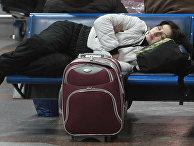 """Женщина в аэропорту """"Борисполь"""" в Киеве в ожидании вылета"""