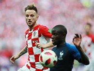Иван Ракитич и Нголо Канте в финальном матче чемпионата мира по футболу между сборными Хорватии и Франции