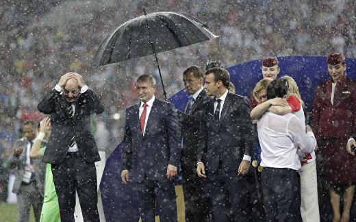 Инфантино, Путин, Макрон и Колинда Грабар-Китарович после финального матча ЧМ-2018