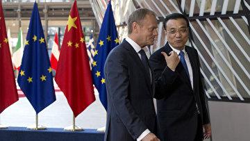 Глава Европейского совета Дональд Туск и премьер-министр Китая Ли Кэцян во время саммита Китай-ЕС в Брюсселе