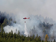 Вертолет тушит лесной пожар, Юсдаль, Швеция