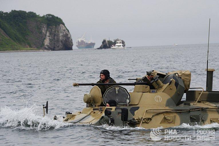 Тренировка роты морской  пехоты  на  новых бронетранспортерах БТР-82А  во Владивостоке