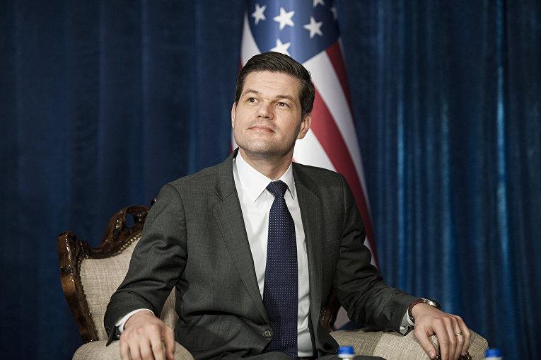 Заместитель госсекретаря США по вопросам Европы и Евразии Весс Митчелл