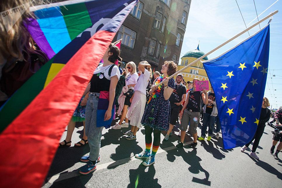 Участники Общебалтийского гей-парада в Риге. 9 июня 2018