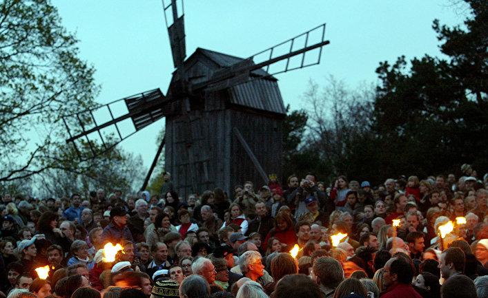 Жители Стокгольма празднуют Вальпургиеву ночь