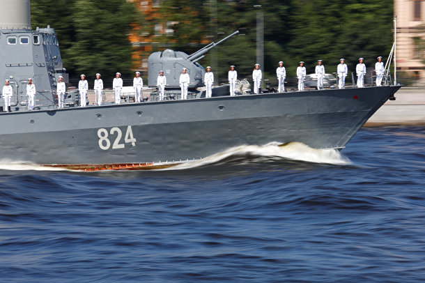 Участники военно-морского парада в Санкт-Петербурге в честь Дня Военно-Морского Флота России