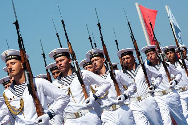 Моряки во время празднования Дня Военно-морского флота России в Севастополе