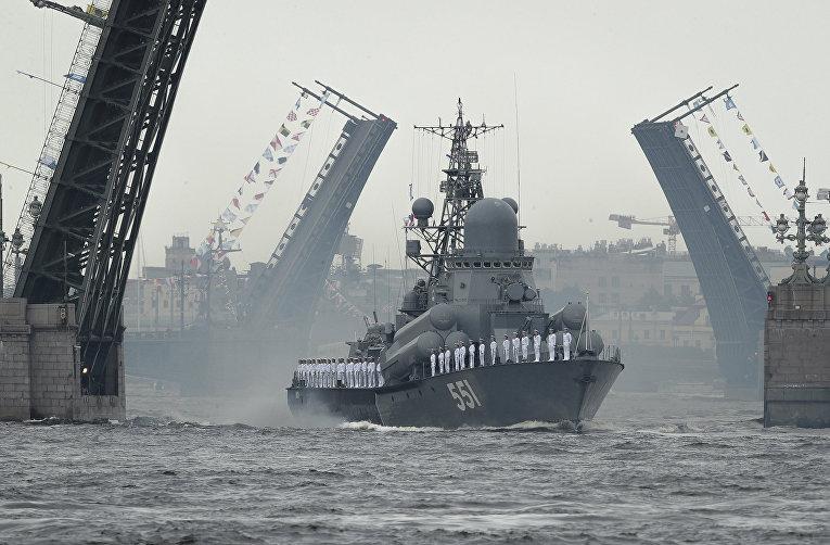 Репетиция парада в честь дня ВМФ РФ в Санкт-Петербурге