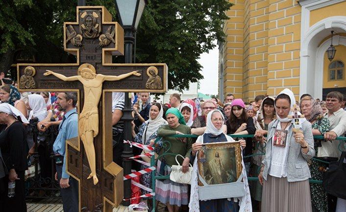 Участники праздничных мероприятий, посвященных 1030-летию Крещения Руси, в Киево-Печерской лавре в Киеве. 27 июля 2018