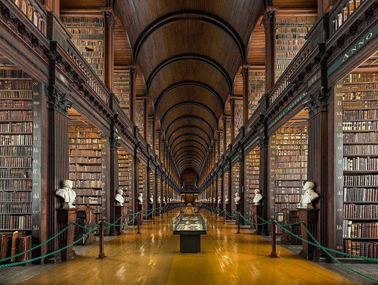 Библиотека Тринити-Колледжа в ирландском Дублине