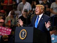 Президент США Дональд Трамп выступает во время предвыборного митинга в Пенсильвании