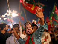 Сторонники Имрана Хана во время предвыборного митинга в Карачи, Пакистан