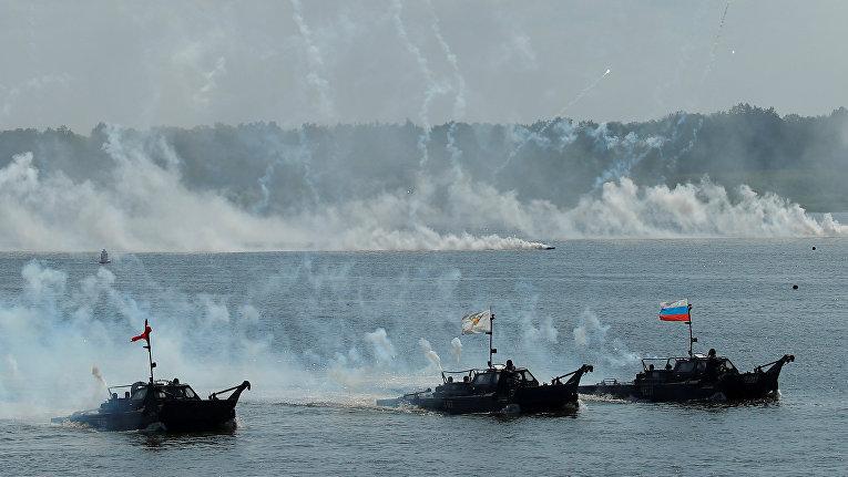 Военные корабли на Оке в рамках международных армейских игр 2018 года в пригороде Мурома