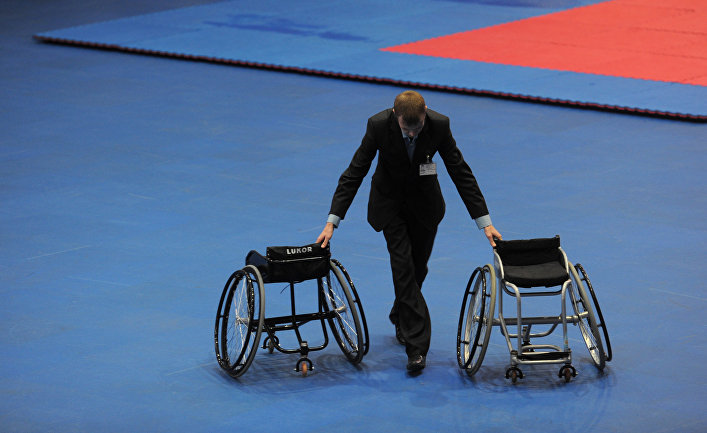 Во время мастер-класса по бальным танцам на колясках в спортивном зале в московском районе «Северное Чертаново»