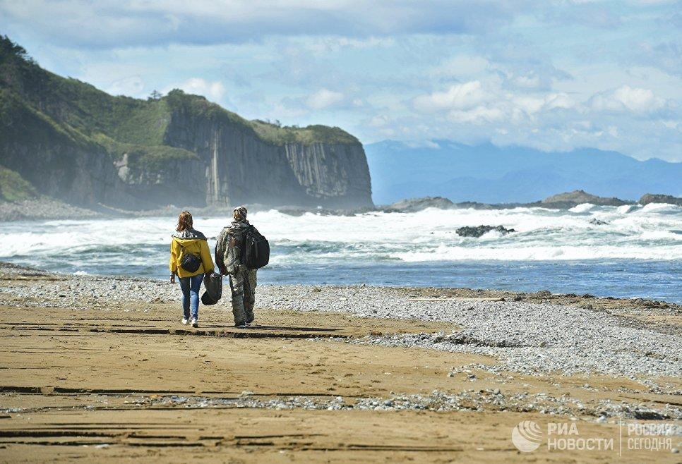Мыс Столбчатый на берегу Охотского моря на западе острова Кунашир