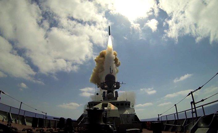"""Пуск крылатых ракет """"Калибр"""" по объектам """"Джебхат ан-Нусра""""* в Сирии из акватории Средиземного моря"""