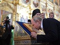 Президент РФ Владимир Путин в Спасо-Преображенском Валаамском ставропигиальном монастыре