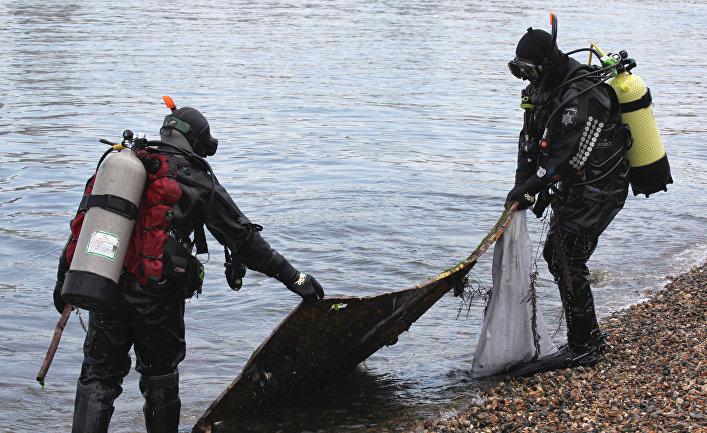 Дайверы Владивостока провели субботник на дне моря