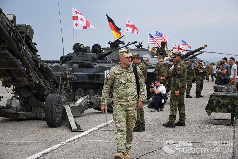 Выставка военной техники на открытии международных военных учений «Достойный партнер-2018»