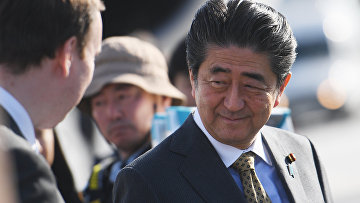 """Премьер-министр Японии Синдзо Абэ в аэропорту """"Пулково"""". 24 мая 2018"""