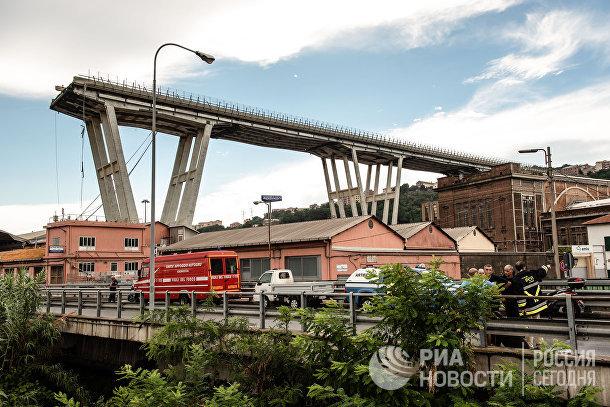 Автомобильный мост обрушился в Генуе