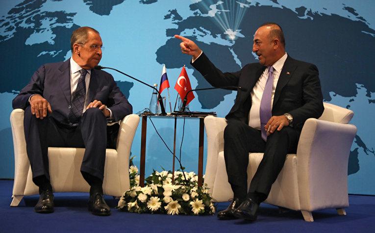 Министр иностранных дел России Сергей Лавров и министр иностранных дел Турции Мевлют Чавушоглу
