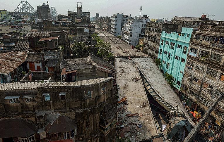 31 марта недостроенная эстакада в центре восточноиндийского города Калькутта погребла под собой десятки людей