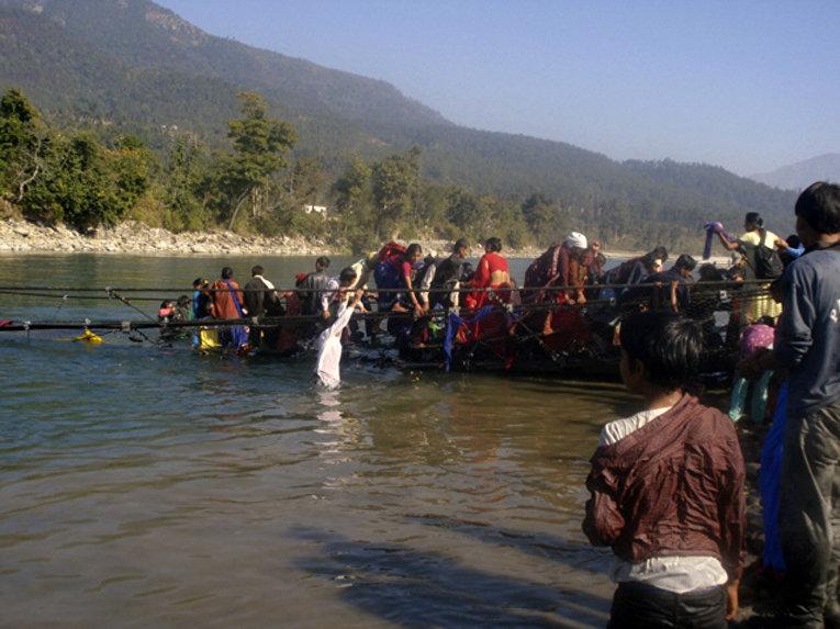 25 декабря на западе страны обрушился мост, переполненный паломниками