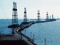 Нефтяные вышки на Каспийском море