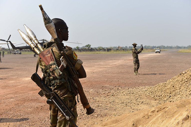 Солдаты в международном аэропорту в Банги