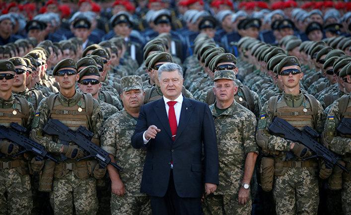 Президент Украины Петр Порошенко во время репетиции военного парада