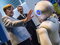 Канцлер Германии Ангела Меркель во время ежегодной ярмарки Girl's Day в Берлине
